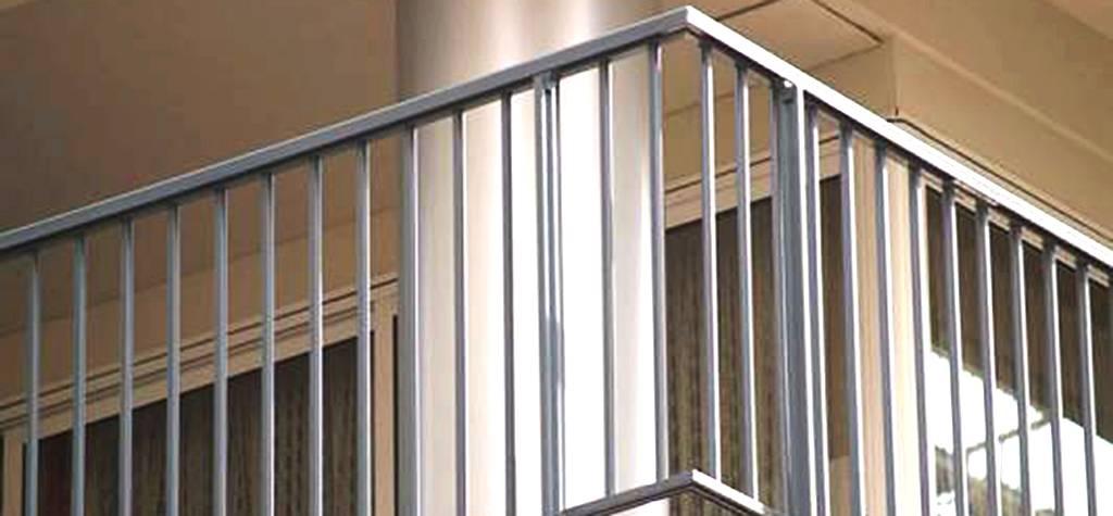 Barandillas de cristal templado en barcelona barandillas for Barandilla escalera exterior