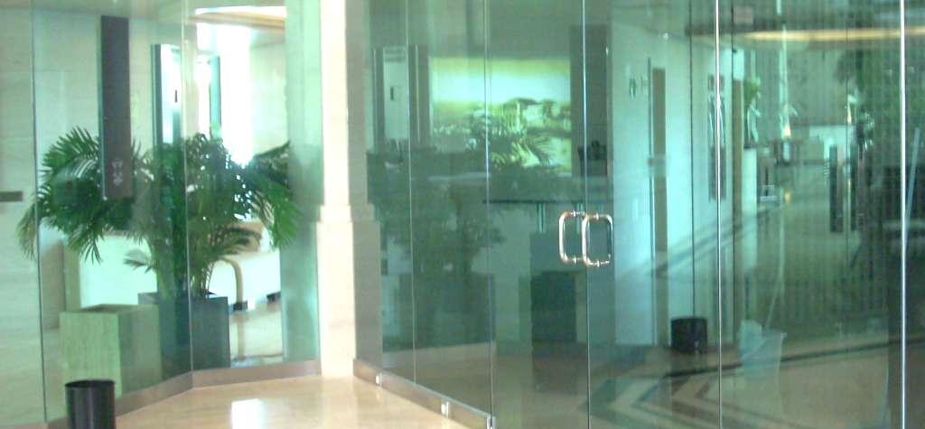Puerta de cristal barcelona puertas correderas de cristal for Puertas de cristal para oficina