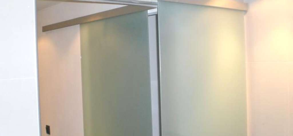 Puerta de cristal barcelona puertas correderas de cristal for Cristales para puertas de paso