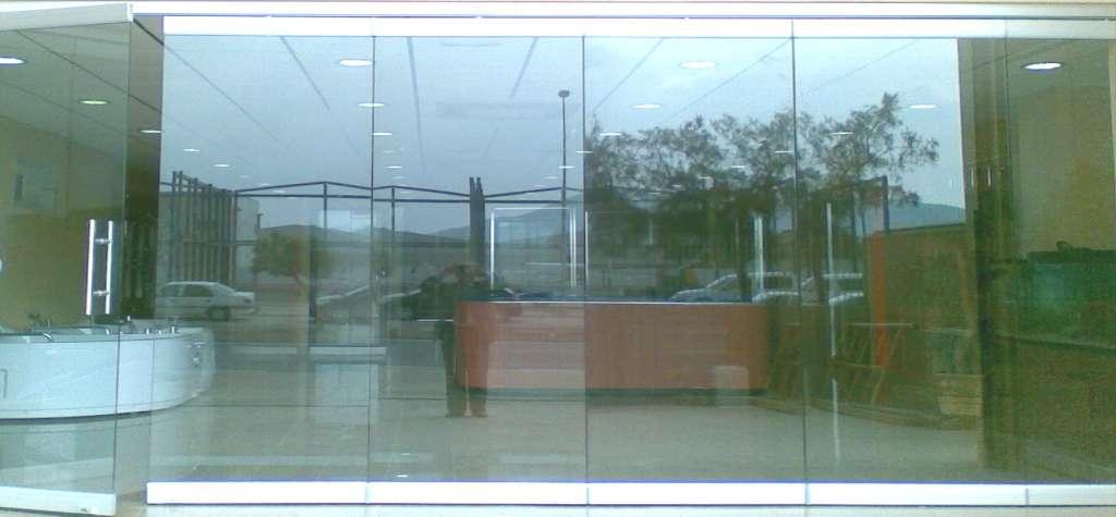 Puerta de cristal barcelona puertas correderas de cristal en barcelona venta cristales a medida - Puertas abatibles cristal ...