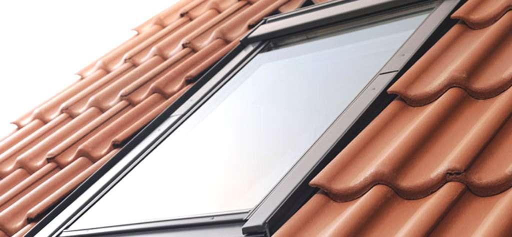 Cristaleria barcelona cristales para ventanas de tejados for Persianas velux precios